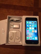 Apple iPhone 5s -16GB - Space Gray Unlocked Smartphone original box/accessories