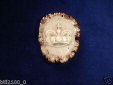 chasse . ancien médaillon ou objet ornemental en bois de cerf . couronne royale