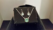 AVON COLORFUL METALS PENDANT NECKLACE & EARRINGS GIFT SET – GREEN