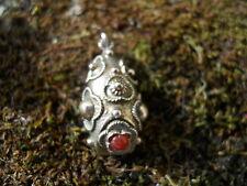 Ancien bijou pendentif en argent  gri-gri décorer pierre rosace