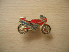Pin's Broche Gilera Saturno rouge/or Motocycle Art 0051 Spilla Oznak