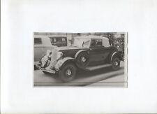 N°8947  /  photo d'epoque automobile PLYMOUTH dans un salon automobile