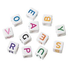 100 Würfel-Perlen mit bunten Buchstaben aus Kunststoff, 6 mm  ( 0,046 € / Stck.)