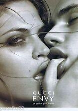 PUBLICITE ADVERTISING 115 2001 Gucci parfum 'Envy'