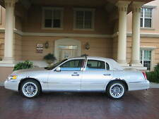 1999 Lincoln Town Car Cartier Sedan 4-Door