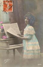CARTE POSTALE FANTAISIE PETITE FILLE LA LECON DE PIANO IRISA 2544