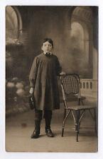 CARTE PHOTO Décor Toile peinte Postcard RPPC 1920 Enfant Garçon Costume Écolier