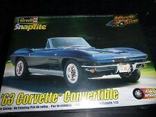 REVELL 1963 CORVETTE CONVERTIBLE SNAP 1/25 Model Car Mountain KIT FS