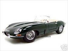 1961 JAGUAR E TYPE CONVERTIBLE GREEN 1:18 DIECAST CAR MODEL BY BBURAGO 12046