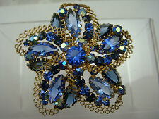 VINTAGE JULIANA SHADES OF BLUE FLOWER SPIRAL LACY GOLD TONE PIN BROOCH