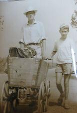 Photo de presse vintage actualité 2 frères suisses sur routes de France à pied