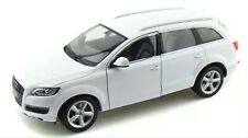 AUDI Q7 WHITE 1:18 DIECAST MODEL CAR BY WELLY 18032 1/18