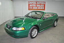 Ford : Mustang Base Convertible 2-Door
