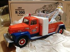 First Gear Diecast 1957 International R-200 Gulf Wrecker Tow Truck 1/34 scale