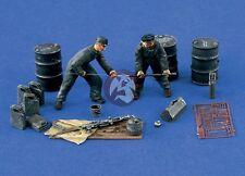 Verlinden 1/48 Luftwaffe Ground Crew / Gun Cleaning WWII (2 Figures) 1367