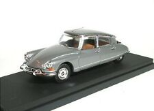 Citroen DS19 Pallas (1965) (argento)