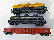HO Scale Lot of 3 ~ Rolling Stock Freight Cars ~ tankers and gondola
