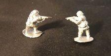 EWM FreMcy11 1/76 Diecast WWII French Trooper Standing + Firing Carbine-1 Figure