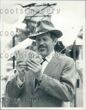 1979 Actor Warren Oates Counts Cash in 1970s TV Movie My Old Man Press Photo