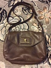 MARC BY MARC JACOBS BROWN PEBBLED LEATHER TURNLOCK CROSSBODY MESSENGER SWINGPACK