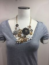 Woman's gold and black chunky fashion necklace