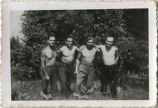 PHOTO ANCIENNE - VINTAGE SNAPSHOT - GROUPE HOMME TORSE NU MUSCLE DRÔLE - MAN