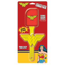 WONDER WOMAN - COOKIE CUTTER & SPATULA GIFT SET - BRAND NEW - 15943