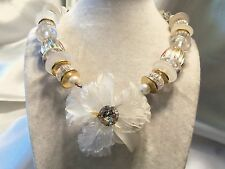 BEAUTIFUL Vintage CHUNKY Clear, Frosted, Goldtone Lucite FLOWER Necklace 15N346
