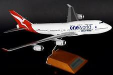 JC WINGS JC2852 1/200 QANTAS 747-400 ONE WORLD VH-OJU WITH STAND