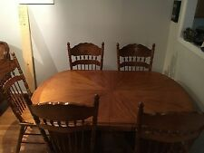Oak Dinning Table W/Leaf And 5 Chairs