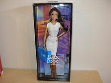 2012 THE BARBIE LOOK CITY SHOPPER  BARBIE COLLECTOR BLACK LABEL X9196