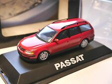 VW Passat B5 / 3B Variant Kombi break in rot rouge rosso red, Schuco 1:43 DEALER
