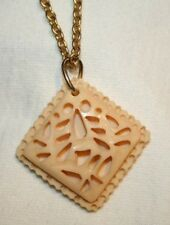 Pretty Deep-Set Ovals Faux-Scrimshaw Pendant Necklace  ++++