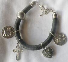 bracelet rétro noir avec pampille croix coeur ect.. couleur argent * 1101