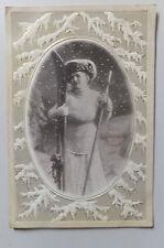 AK  Neujahrskarte geprägt junge Frau mit Ski Schi gel. 1913
