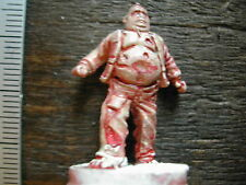 ZOMBIES FAT PLASTIC DOOM BOARDGAME MINIATURE + - 1/72  M10