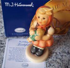 """Hummel Figur Hum 239/B """"Mädchen mit Puppe"""" FM 8 * Figur des Kinder Trio * OVP !"""