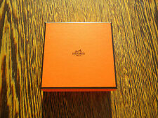 HERMES Box-Boîte-carton original 12cm x 12cm ** hauteur 4,5cm typiquement HERMES