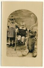 GIRL & BIG TEDDY BEAR / MÄDCHEN & GROSSER TEDDYBÄR * Vintage 20s German Photo PC