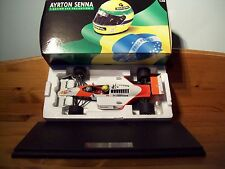 1/18 AYRTON SENNA McLAREN HONDA MP4/4 1988 WORLD CHAMPION WITH PLINTH