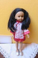 poupée CHERIE Cathy chevx noirs peau mulâtre, vêtue asiatique COROLLE