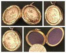 A PRETTY PICTORIAL ENGRAVED 9CT ROSE GOLD ROUND LOCKET ANTIQUE EDWARDIAN C.1910