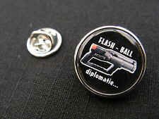 "Pin's "" FLASH BALL diplomatie "" ARTICLE FANTAISIE police gendarmerie"