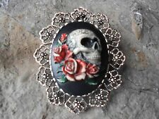 MEXICAN SUGAR SKULL AND ROSES CAMEO (PAINTED) - BROOCH / PIN / PENDANT - GOTH