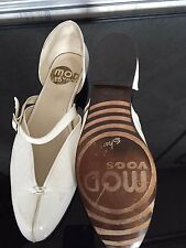 MOD VOGS  John Fluevog B NEW Mary Janes off-white crinkle leather buckle strap 9