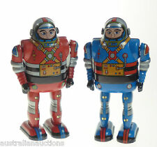 2 ASTRONAUT SPACE TOYS CLOCKWORK TIN TOYS RED & BLUE SPACEMEN COLLECTABLE 13cm