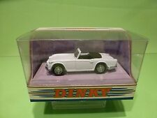 DINKY TOYS DY20 TRIUMPH TR4A - IRS 1965 RHD - WHITE 1:43 - NEAR MINT IN BOX
