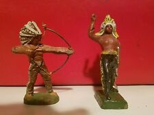 2 INDIAN CHIEFS W/ BOW & ARROW & HAND RAISED LINEOL ELASTOLIN CHIALU SOLDIER