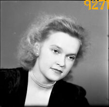 orig. vintage negative!  beautiful blonde girl wearing pearl 1950's  Austria