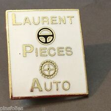 Pin's Folies *** Voiture car automobile Laurent pieces auto